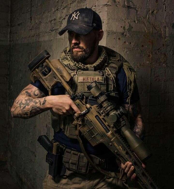 Imagen ropa militar y accesorios