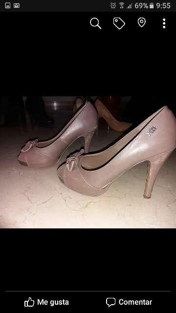 Imagen zapatos de mujer de la marca xti