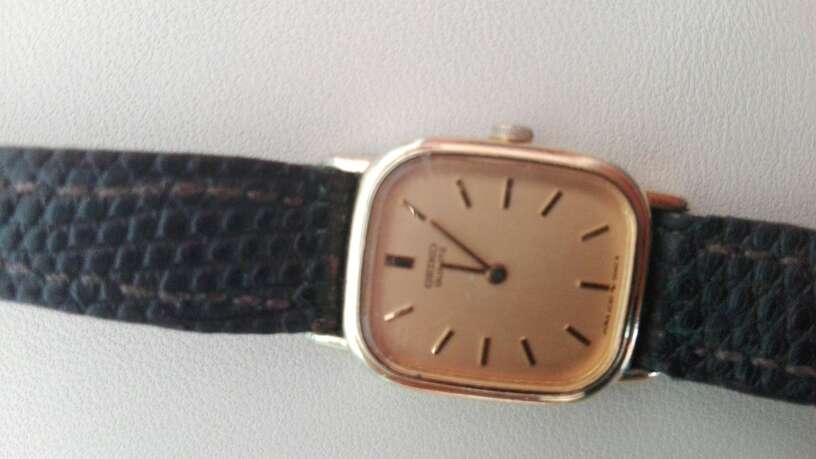 Imagen varios relojes mujer seiko pila y herot cuerda