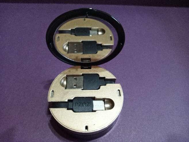 Imagen producto Regalo original Día de la Madre cable cargador bolso o viaje con espejo, tipo C 3