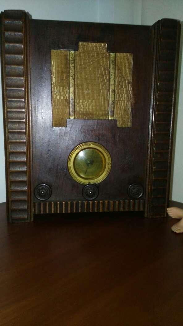 Imagen radio capilla válvulas antigua