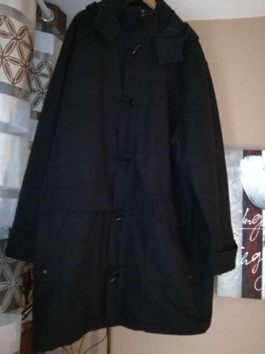 Imagen abrigo largo de hombre grande