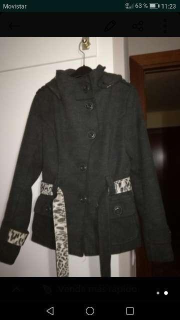 Imagen abrigo gris oscuro mujer