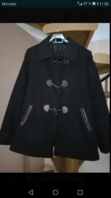 Imagen abrigo negro mujer