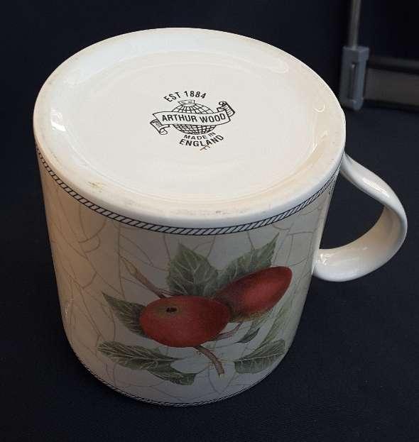 Imagen producto Jarra, azucarero y taza de cerámica inglesa  5