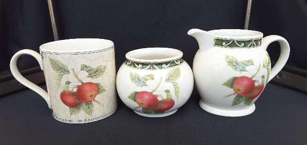 Imagen Jarra, azucarero y taza de cerámica inglesa