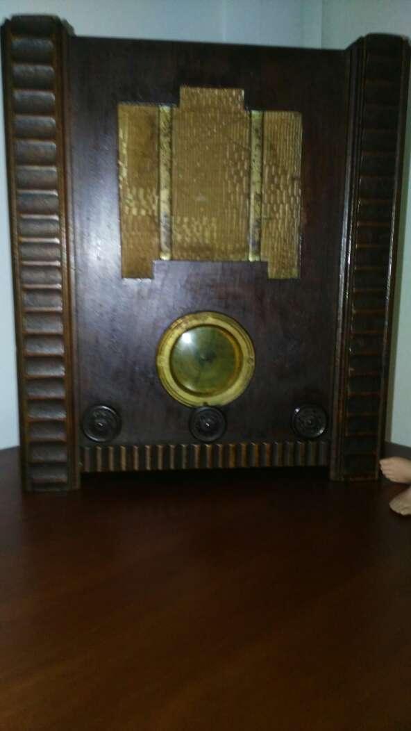 Imagen radio antiguo valvulas