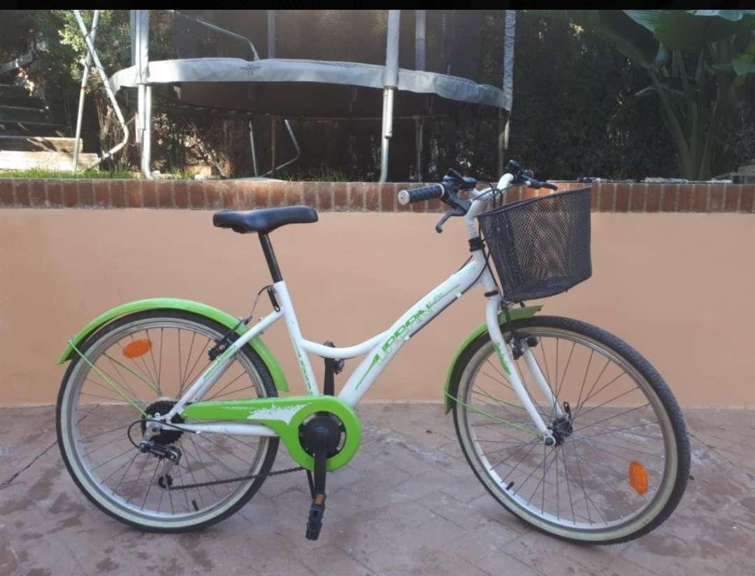 Imagen bicicleta verde