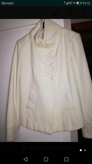 Imagen chaqueta blanca chica