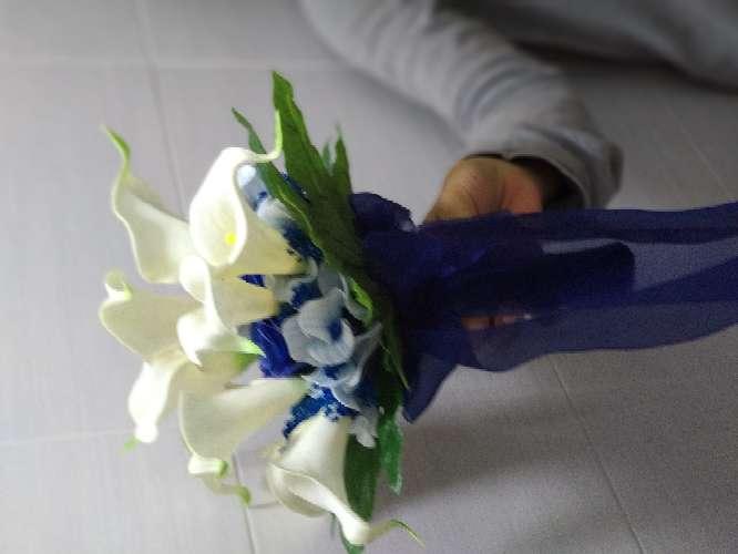 Imagen ramo de novia lirios y rosas azules