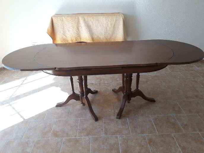 Imagen producto Mesa de salón más tres sillas 3