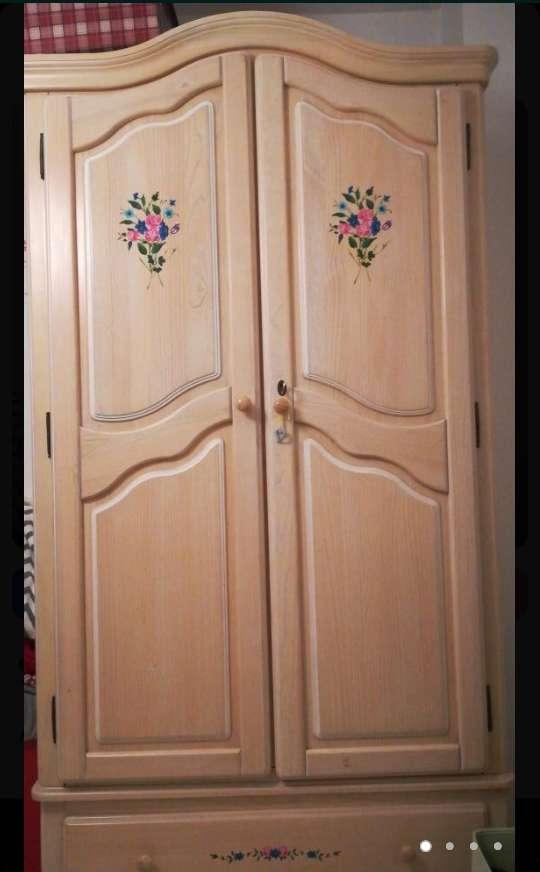 Imagen armario de madera