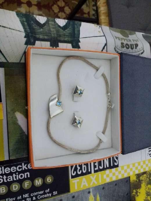 Imagen producto Pendientes y cadena pedrea de diamantes 2