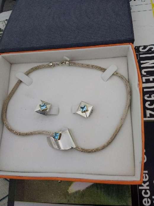 Imagen pendientes y cadena pedrea de diamantes