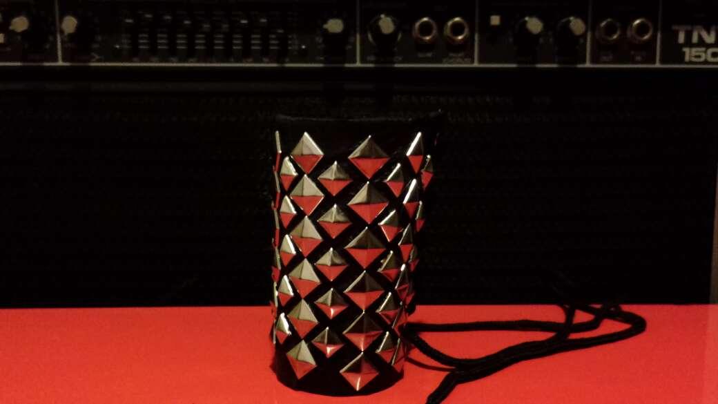 Imagen Muñequera de cuero y pinchos artesanal