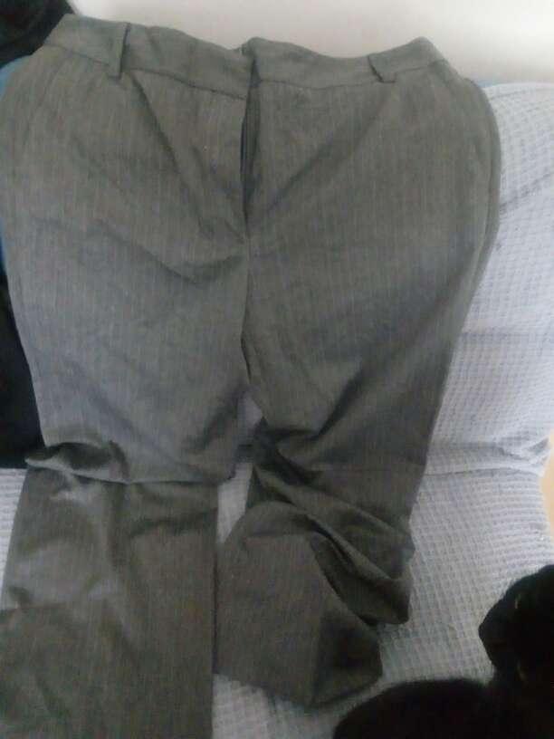 Imagen pantalón gris
