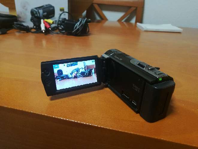 Imagen producto Videocámara Sony Handycam HRD CX190E 2