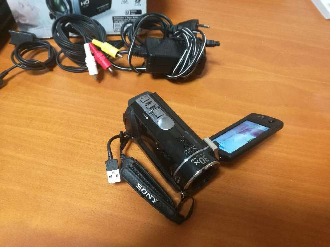 Imagen producto Videocámara Sony Handycam HRD CX190E 3