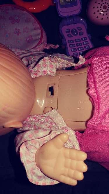 Imagen producto Juguetes de vateria la muñeca gatea y abla no ilclulle vateria ala muñeca  5