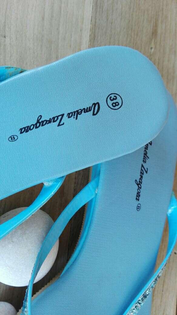 Imagen producto Sandalias azul celeste brillantes .Talla 38 2