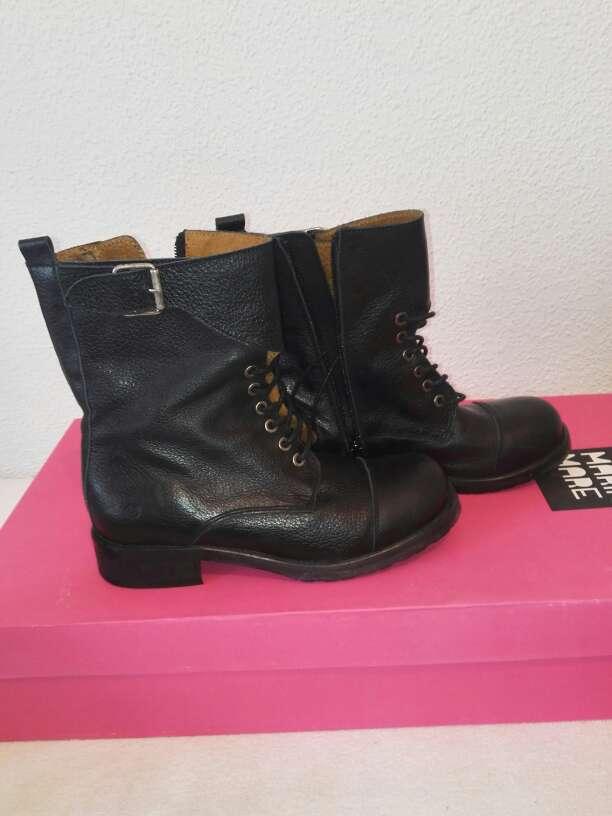 Imagen botas militares chica