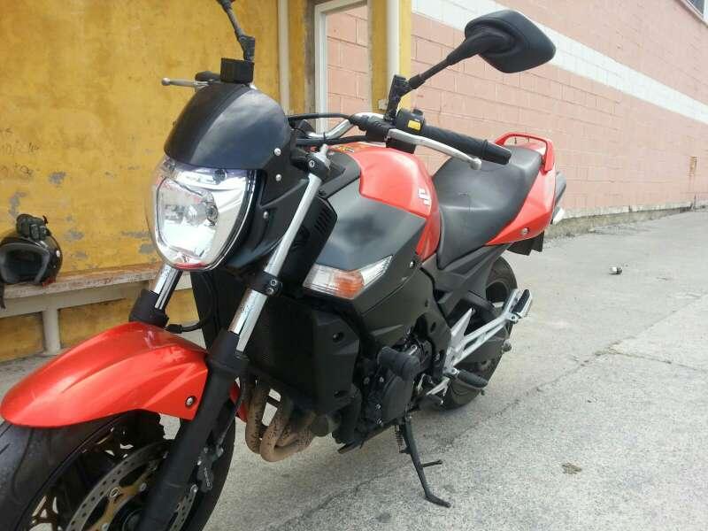 Imagen moto suzuki gsr 6000