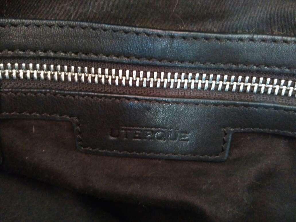 Imagen producto Bolso de piel negra con tachuelas de Uterque 5