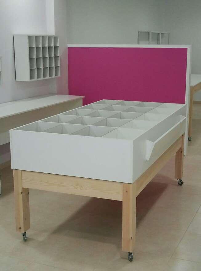 Imagen Mesa de madera con cajones