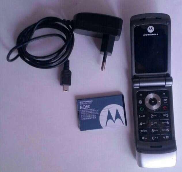 Imagen Motorola libre y con cargador