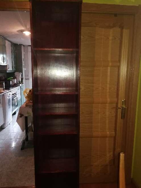 Imagen Vendo librería de color marrón 2 metros de alto 25 de fondo 45 de ancho