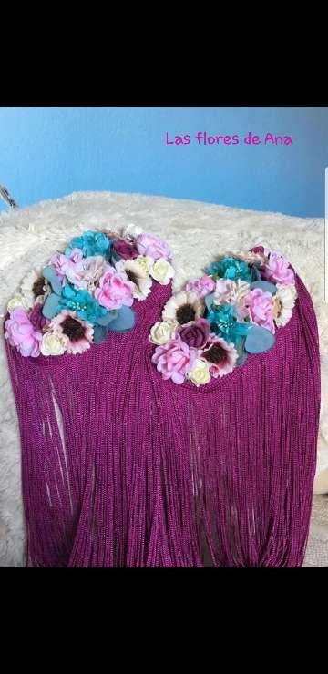 Imagen hombreras de flores con flecos