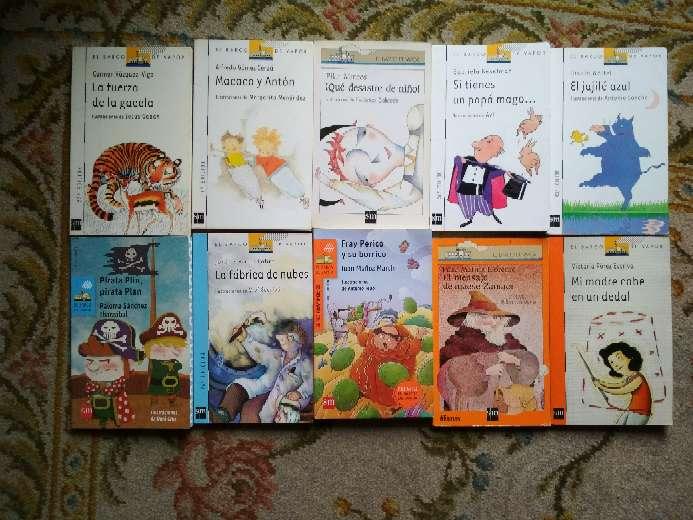 Imagen libros barco de vapor de la serie blanca azul naranja y roja