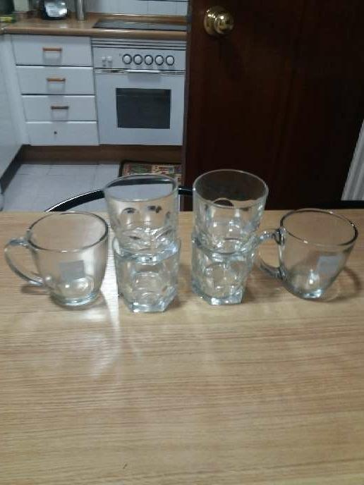 Imagen 5 vasos de wiski y 2 tazas grandes de chocolate