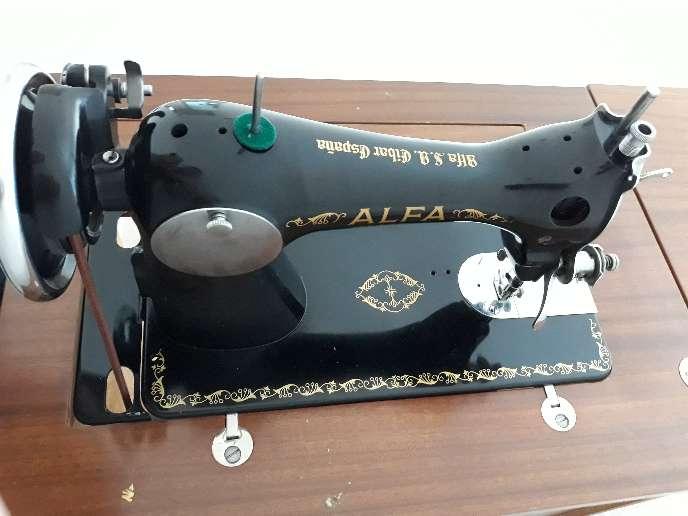 Imagen maquina coser alfa con mueble