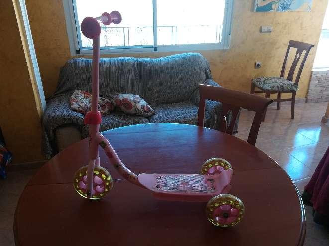Imagen Triciclo de niña de color rosa
