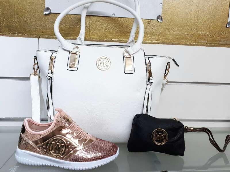 Imagen conjuntos bolso y zapatillas