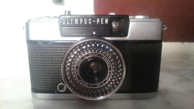 Imagen cámara antigua olympus pen EE-2