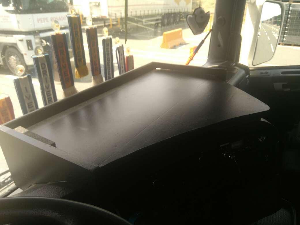 Imagen mesa para salpicadero Scania