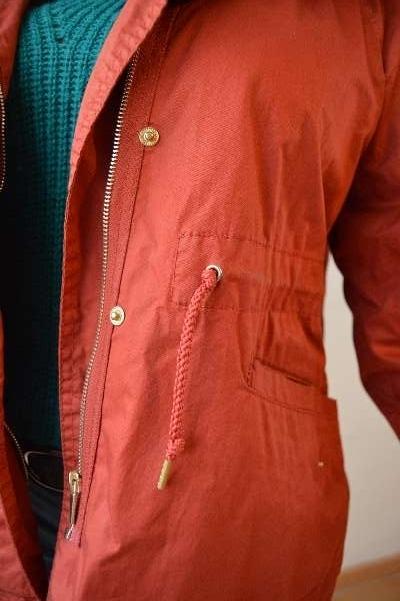 Imagen chaqueta roja con fruncido ZARA