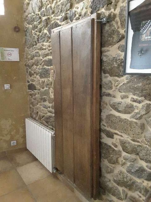 Imagen producto Puerta de castaño antigua 3