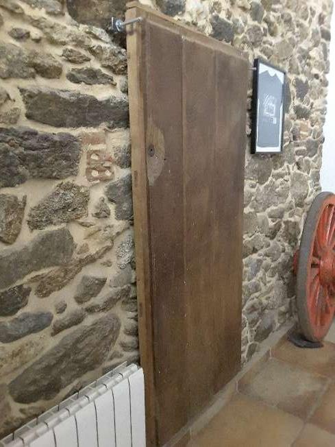 Imagen producto Puerta de castaño antigua 2