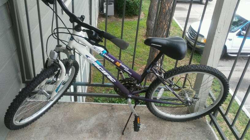 Imagen vendo una bicicleta
