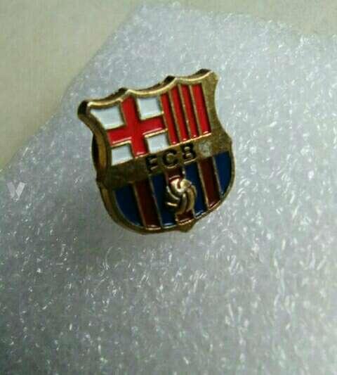 Imagen Pin del Barça chapado original antiguo.