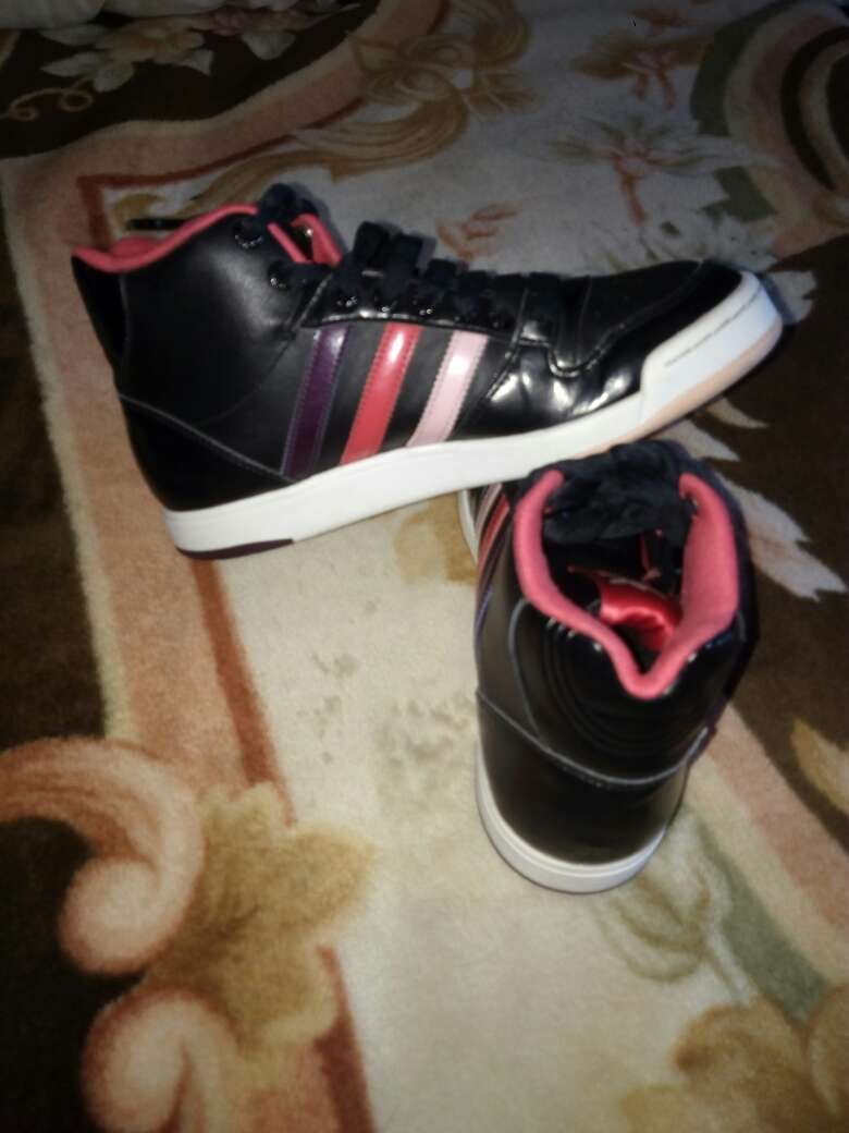 Imagen producto Zapatillas adidas de color negro con rayas 4