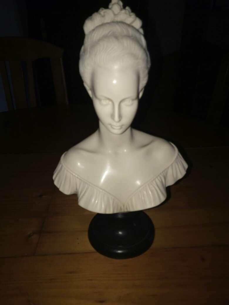 Imagen Precioso busto de marmol de mujer