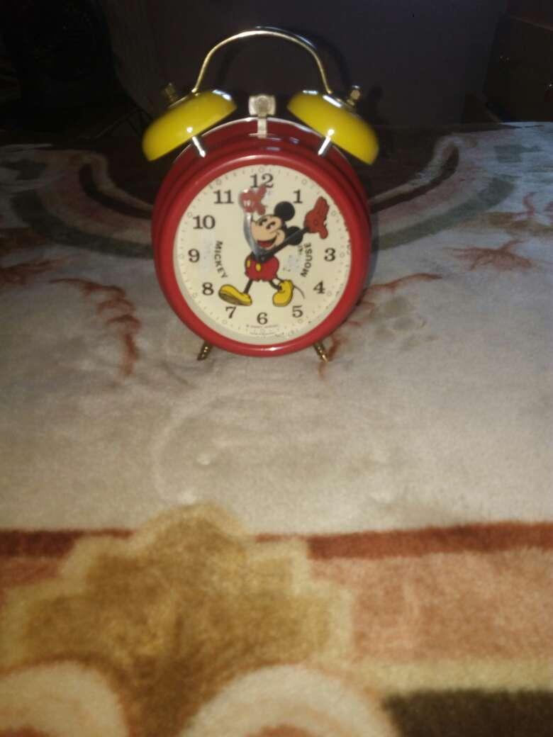 Imagen producto Genial reloj Mickey Mouse despertador Bradley 3