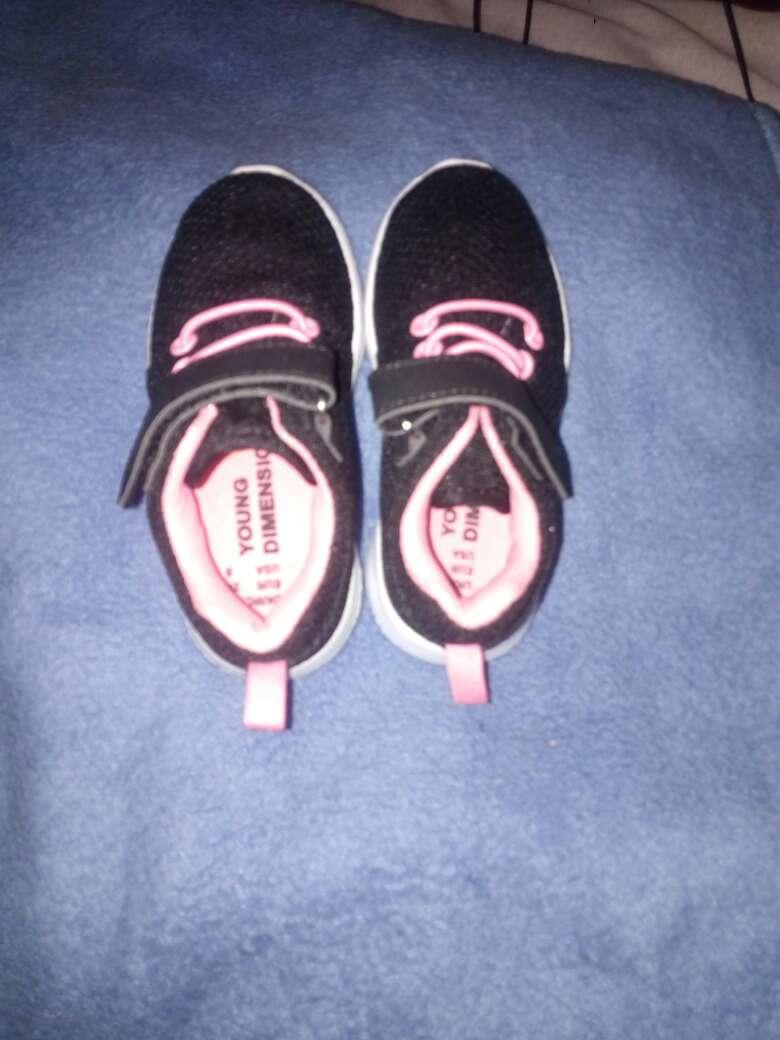 Imagen Zapatitos para niña talla 24 color negros con ros