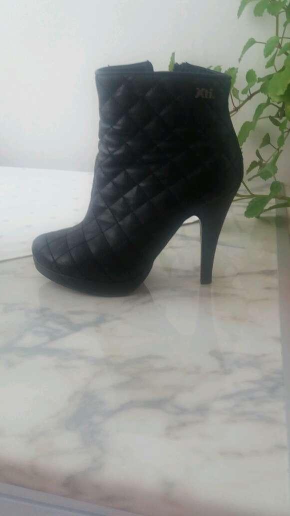Imagen zapatos de tacon numero /36; vestidos de fiesta  xs/s