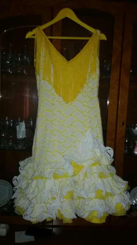 Imagen traje de flamenca corto.