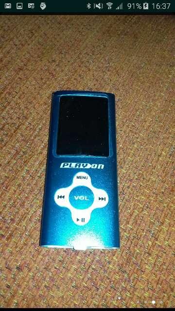 Imagen MP4 con auriculares y cargador